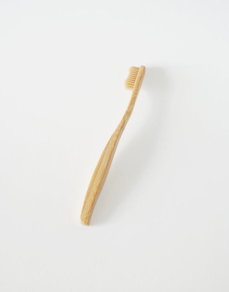 Bambus tandbørste der er bæredygtig og god for miljøet. Lang holdbarhed og effektiv rengøring.